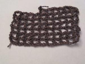 Вязание узора выпоняется крючком