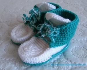 Связанные пинетки для малыша
