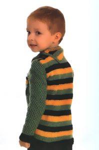 Связанный свитер