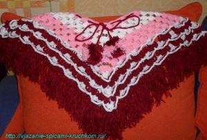 Вязаное пончо для девочки