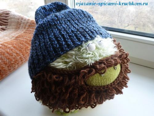 Вязаная шапка с бородой оригинальный подарок.